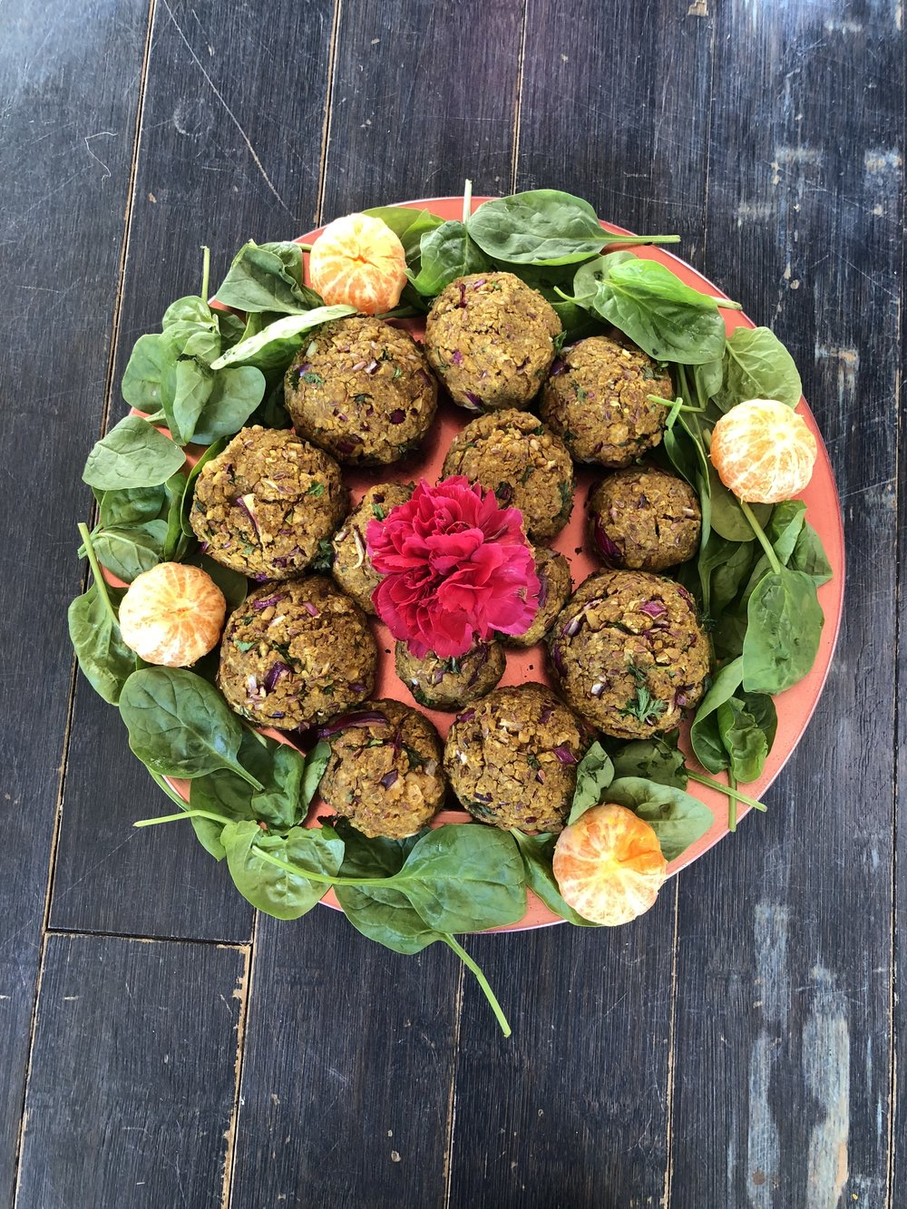Health Benefits - Live enzymes.Packed with protein & healthy fats (flax, walnuts, chickpeas & sunflower seeds, olive oil).Detoxifying agents: onions & garlicThese balls provide you with energy, are easy to digest, keep you satiated for long and don't make you feel bloated.