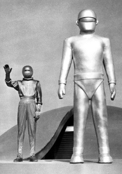Gort Day-the-Earth-Stood-Still-2-1 CR.jpg