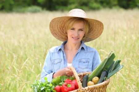 photodune-1550907-woman-in-straw-hat-with-basket-of-vegetables-walking-through-a-field-xs.jpg