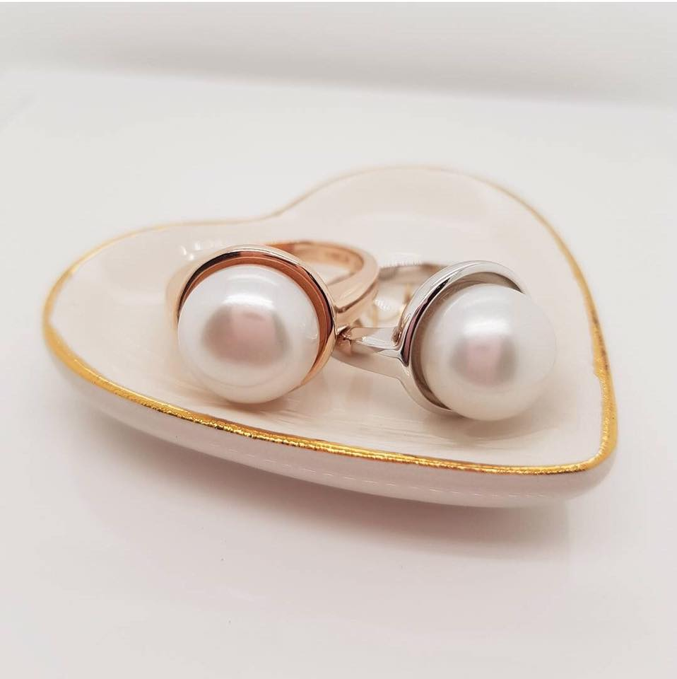All types of pearls require special care to stop deterioration. Always make sure your pearls do not touch perfumes or lotions as these products may deteriorate the surface of the pearl.