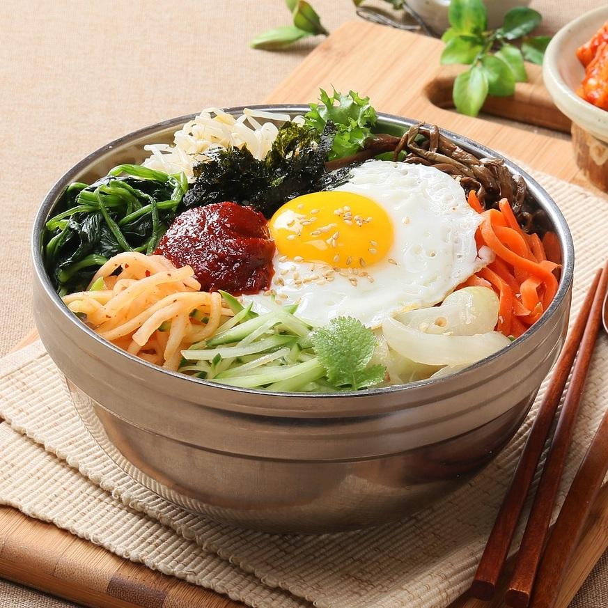 The Garden Court Café at Asia Society - BIBIMPAPfried egg, spring veggies, rice, kimchi, pickled ginger© pixabay