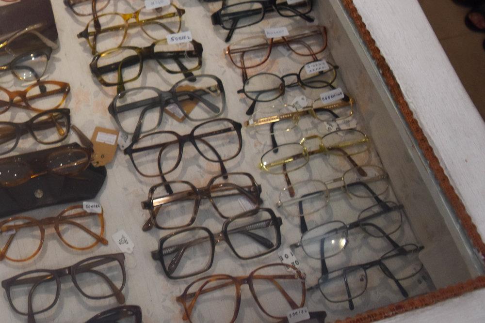 100s of vintage frames.