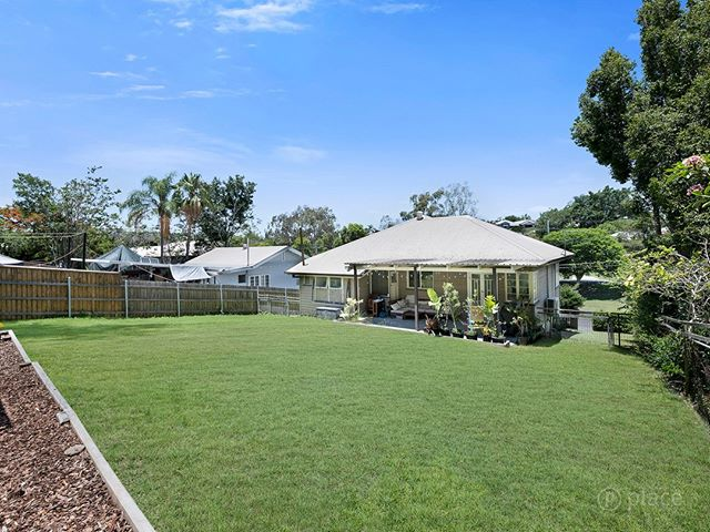 Do you dream of space (688m2) to live or build near an idyllic location like the Corso, Seven Hills?  I have it.  For sale.  Right now.  Email me. Shannon@eplace.com.au  #welcomehome  #teamharvey  #shannonharvey  #weloveproperty  #weloverealestate  #realestateaustralia #realestate #realestateaus #homesweethome #propertyinvestment #brisbanerealestate