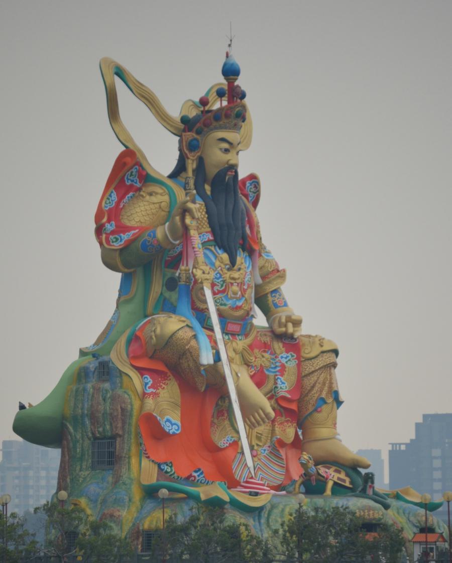lotuspond-statue-kaohsiung.jpg