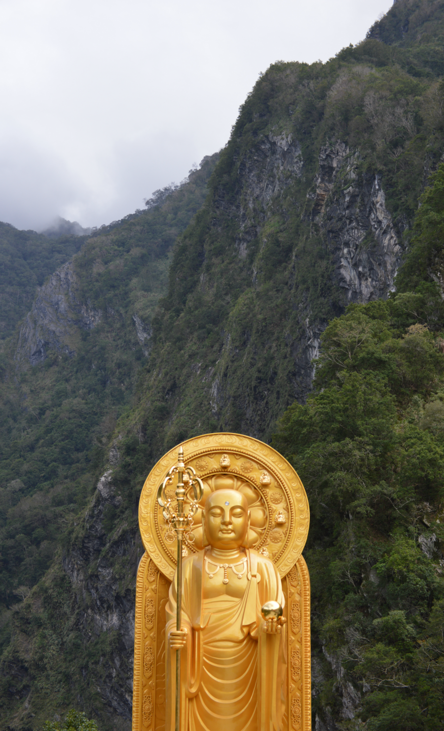 hualien-temple-statue.png