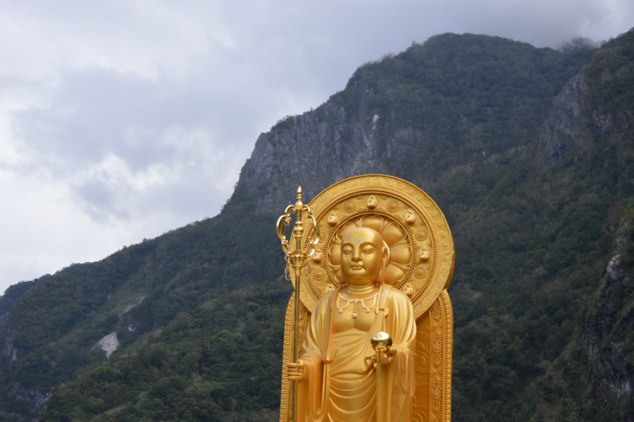gold-statue-hualien.png