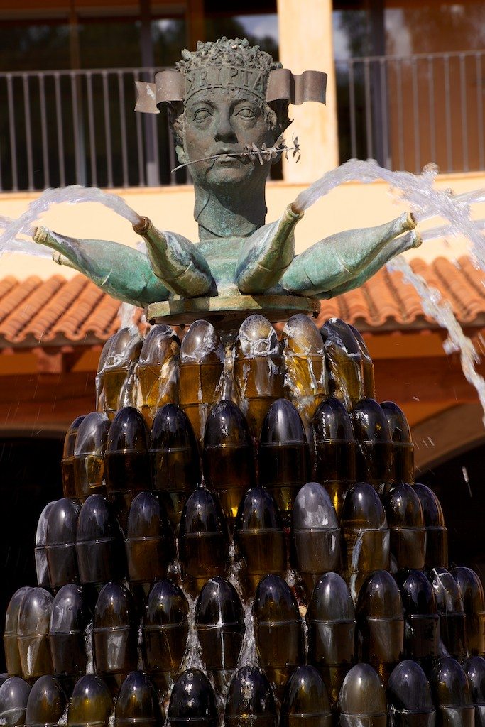 The Kripta fountain outside the winery.