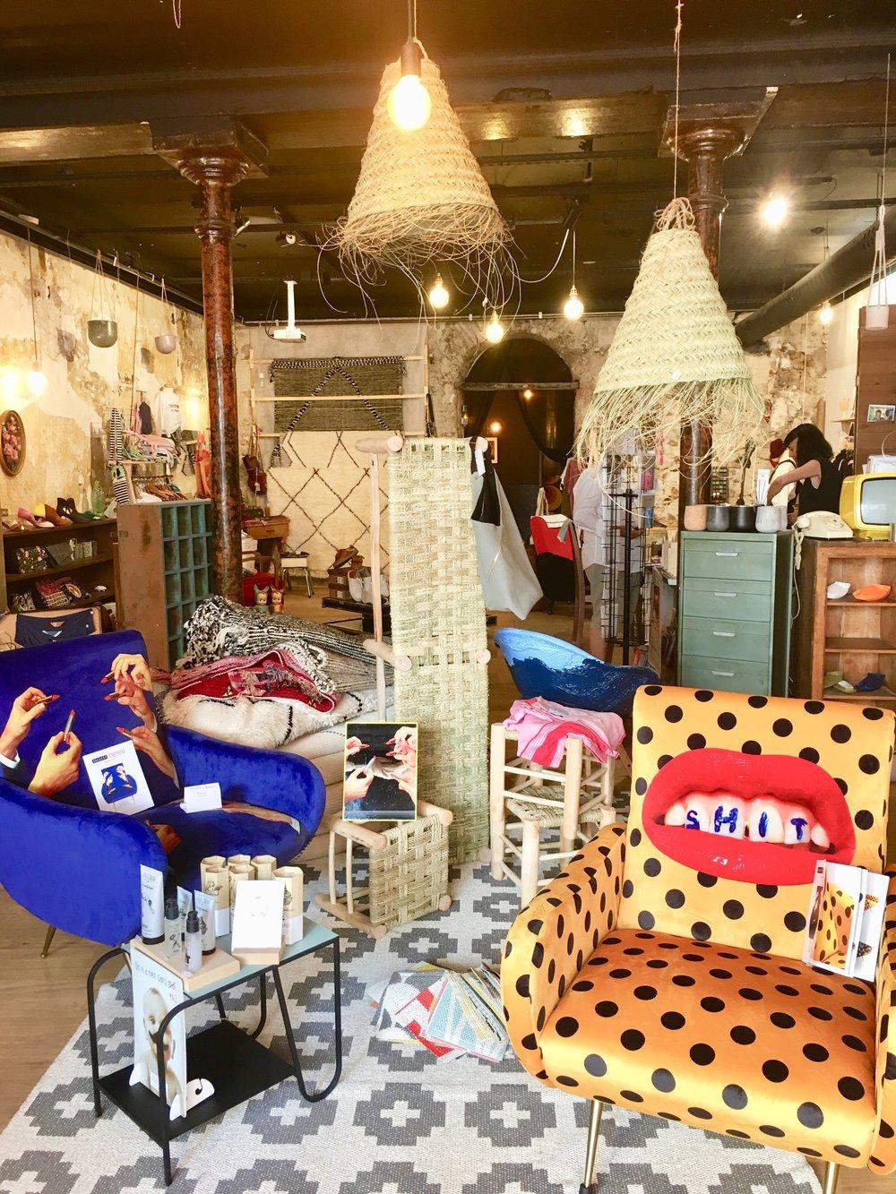 Boutique Initio Lifestore 23bis, Rue Pierre-Semard  Photo mouche cousue