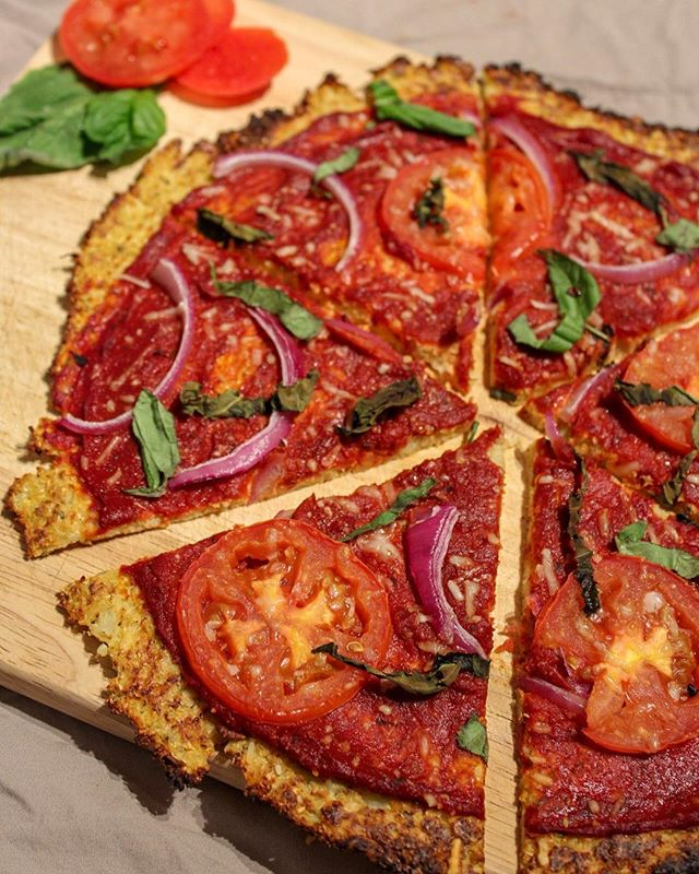 Cauliflower Pizza Crust! Most delicious, healthy, easy pizza crust! •1 head of cauliflower •1 egg •1 flax egg •1/3 cup parmesan cheese •1 tbsp oregano •1/2 tbsp garlic powder (Toppings of choice) Recipe details posted on my website. Serving of veggies and fiber in one meal! #cauliflowerpizza #tdegree