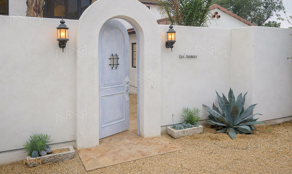 Entrance with moroccan floors