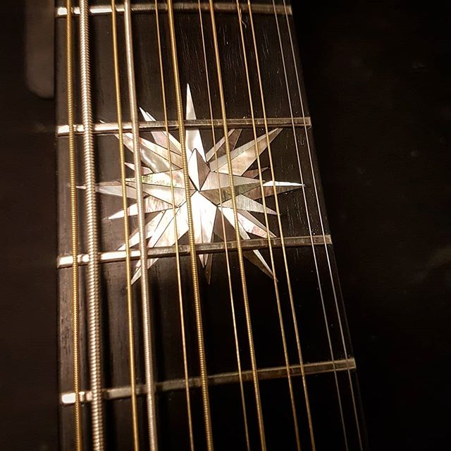 🎶🎸☄ #motherofpearl #tahitianpearl #12string #luthier #luthiery #mrinlay #inlay #ebony