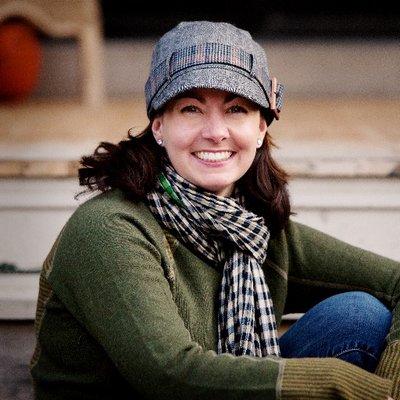Dawn Carr - Depuis 2012, Dawn Carr est directrice générale au Conseil canadien des parcs, où elle fournit des services professionnels aux cadres supérieurs des agences provinciales, territoriales et fédérales des parcs du Canada. Possédant plus de 20 ans d'expérience dans ce domaine, la passion de Dawn s'étend à des postes bénévoles auprès de 3 commissions mondiales de conservation et de plusieurs conseil d'administration : Child and Nature Alliance of Canada, Outdoor Play Canada et le comité canadien de l'Union internationale pour la conservation de la nature (UICN). Dawn est titulaire d'une maitrise en administration publique de l'Université Queen et d'une maitrise ès arts en planification des aires protégées de l'Université de Waterloo.Dawn présentera le programme