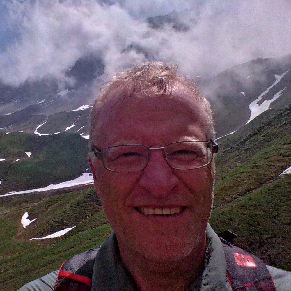 Michael Haynes - Michael Haynes contribue au développement des sentiers partout au Canada et est l'auteur de nombreux guides des sentiers de la Nouvelle-Écosse, de l'Île-du-Prince-Édouard, de la région de la capitale et de l'Ouest du Québec. Il est ancien directeur général de la Fédération des sentiers de la Nouvelle-Écosse, chroniqueur de voyage et commentateur régulier à la radio CBC. Ses articles de voyage ont paru dans les magazines d'Ottawa Saltscapes et Explore.