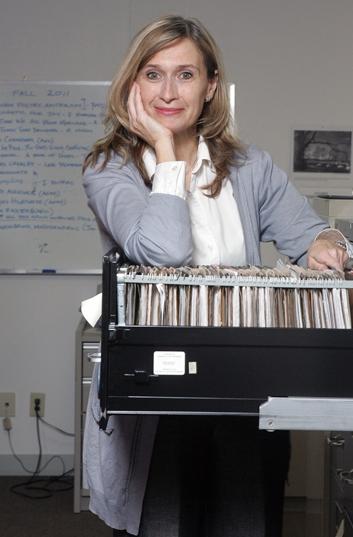 Susanne Alexander - Susanne Alexander – Susanne Alexander est éditrice aux éditions Goose Lane, l'une des plus importantes maisons d'édition au Canada atlantique, où elle est également la principale éditrice des guides des sentiers. Susanne a fait ses débuts en tant qu'éditrice en chef aux éditions Goose Lane, à l'époque où cette maison publiait moins de 10 livres par année; elle y était la seule employée temps plein. Cette maison d'édition publie maintenant plus de 25 livres par année, pour les marchés nationaux et mondiaux, incluant trois guides des sentiers, dans un nouveau format mis à jour, comprenant des cartes et photographies en couleurs, des coordonnées GPS et des renseignements fiables pour les amateurs d'activités en plein air.