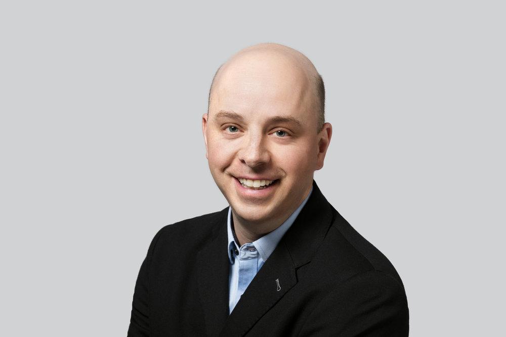 Louis Carpentier - M. Louis Carpentier est directeur du développement chez Vélo Québec à Route verte, où il travaille depuis plus d'une douzaine d'années. En contact permanent avec les gestionnaires et les partenaires partout au Québec, il coordonne les activités liées à l'achèvement et à l'amélioration de l'itinéraire cyclable national. Il est vice-président du Conseil Québécois du Sentier Transcanadien. M. Carpentier est titulaire d'une maîtrise de l'Institut d'urbanisme de l'Université de Montréal.Louis donnera un séminaire sur le développement d'un système basé sur la valeur pour La Route Vert et les autres espaces extérieurs.