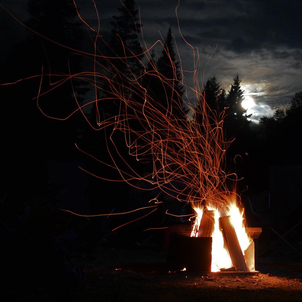 Mill Creek feu de camp - 15 Octobre, 18:30-21:00Des partenaires de l'UNESCO ensemble de la réserve de biosphère de Fundy, ont fait équipe pour vous aider à célébrer le début du Forum sur le plein air de l'Atlantique avec la sociale de Mill Creek. Il n'y a pas de meilleur moyen rencontrer vos compagnons de forum qu'un feu de camp avec des saveurs d'érable, des boissons locales et de apprendre des compétences de plein air.Cet événement exclusif tout compris, qu'il pleuve ou qu'il fasse beau, nécessitera une randonnée facile de 1 km jusqu'au point de vue du ruisseau Mill. Habillez-vous pour la météo, apportez une tasse réutilisable et / ou une bouteille d'eau et une lampe frontale (si disponible). Un service de navette de Delta sera assuré et les toilettes sont sur place.