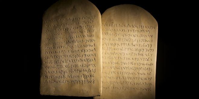 10-ten-commandments-bible.jpg