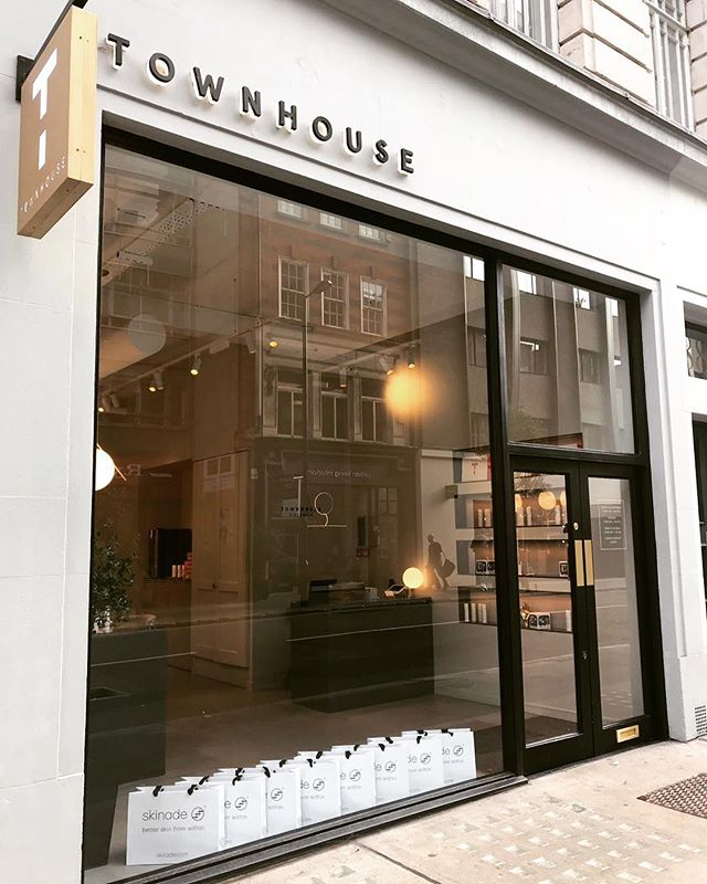 The calm before the storm ⚡️ . A few snaps we captured before guests started arriving for the incredibly fun @skinade autumnal nail rehab we put on at @mytownhouseuk yesterday 💅 . Thanks to everyone who came down 🙌🏼