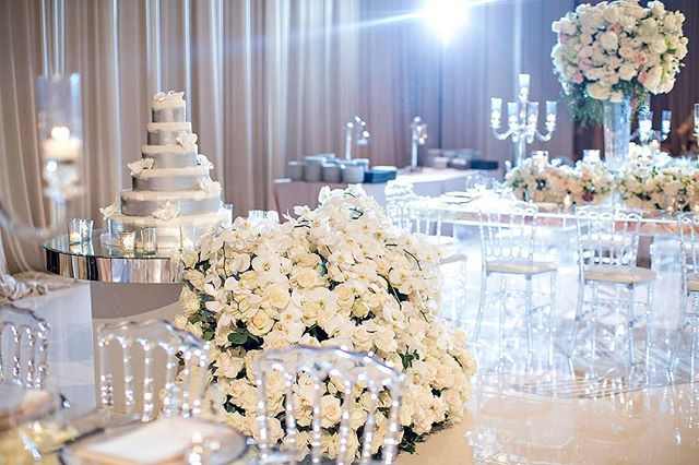 Cake table dreams for #LoveEJ. Amazing collaboration by @jandlcakes and @marksgarden (Venue: @fairmontgranddelmar | Planning/Design: @internationaleventco @margot_iec | Florals: @marksgarden @michael_MarksGarden | Lighting: @thelightersidela | DJ Band: @liventgroup | Photographer: @jessicaclaire | Videographer: @davidmedillproductions | Rentals: @palacepartyrental | Cake: @jandlcakes)