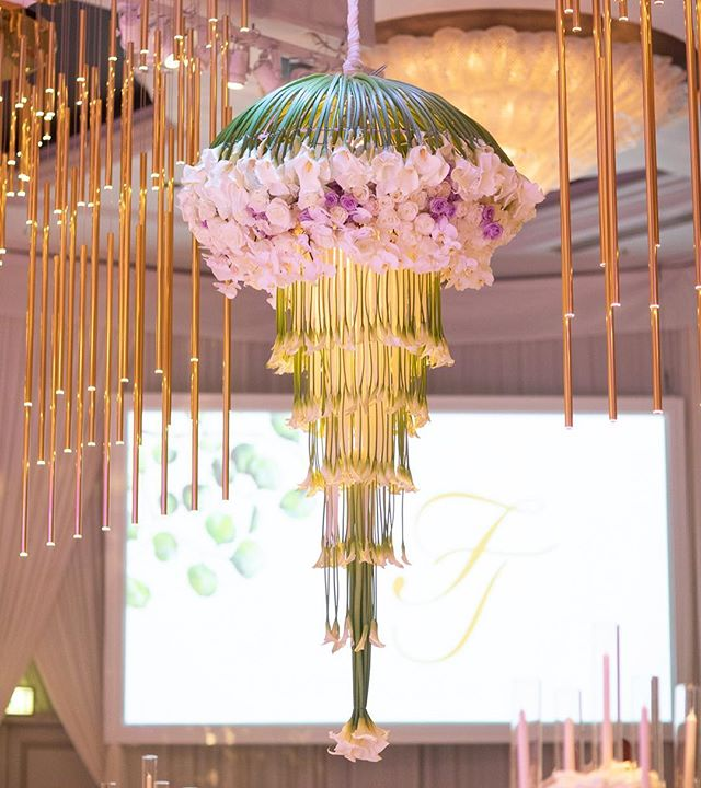 Taking a second to admire these stunning calla lily chandeliers beautifully designed by @marksgarden (Venue: @beverlywilshire @markinweho | Planning: @internationaleventco @christyneo3 | Floral Design: @marksgarden @michael_marksgarden | Décor: @revelryeventdesign @matiasdoorn | Lighting: @mjlightingdecor | Band/Dj/Orchestra: @liventgroup | Photo: @walker.studios | Video: @hoo_films | Rentals: @tacer_losangeles @brighteventrentals | Linens: @luxe_linen | Cake: @jandlcakes | Wedding Dresser: @asitbridal | Bride's Hair: @glossbh | Bride's Makeup: @makeuptherapy)