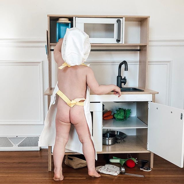 Potty training and cooking in the kitchen! 👩🏻‍🍳 Well, Theodore is potty training—quite successfully I might add—and Olive just peed in my lap while typing this caption. So balance, as always. 🚽 #shesnotready #ha