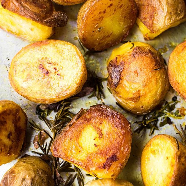 Definitely a roast potatoes sort of day. No filter or editing on this one, they really are this golden and crispy...and tasty. Try them for yourselves! We've made them this time with our Golden Turmeric Ghee fab photo by the beautiful and talented @rachelhoilephotography  #roastpotatoes #mouthwatering #ghee #golden #crispy #yum #sunday