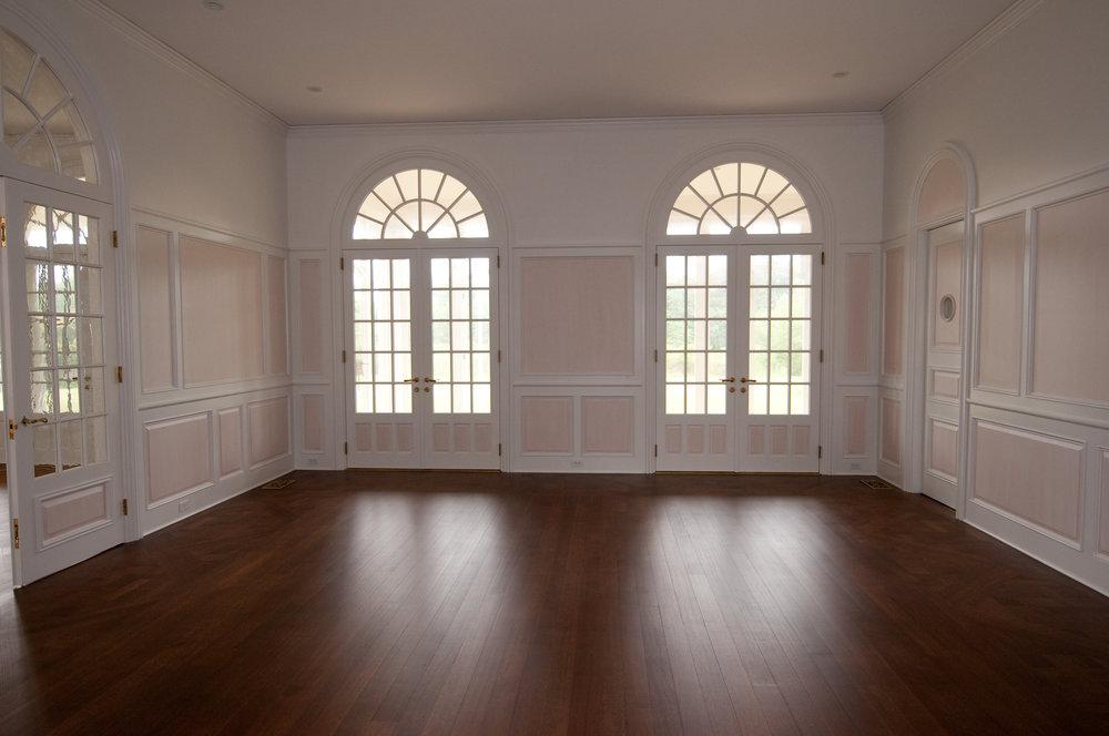 4 - interior.jpg