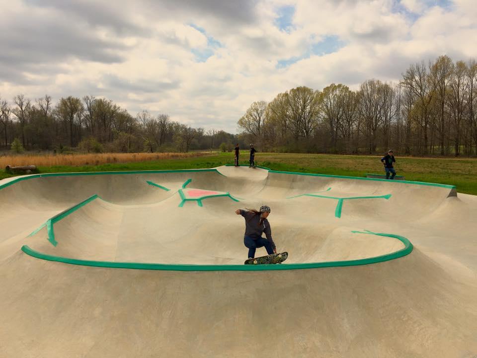 Catherine rides the Hernando, Mississippi Skatepark