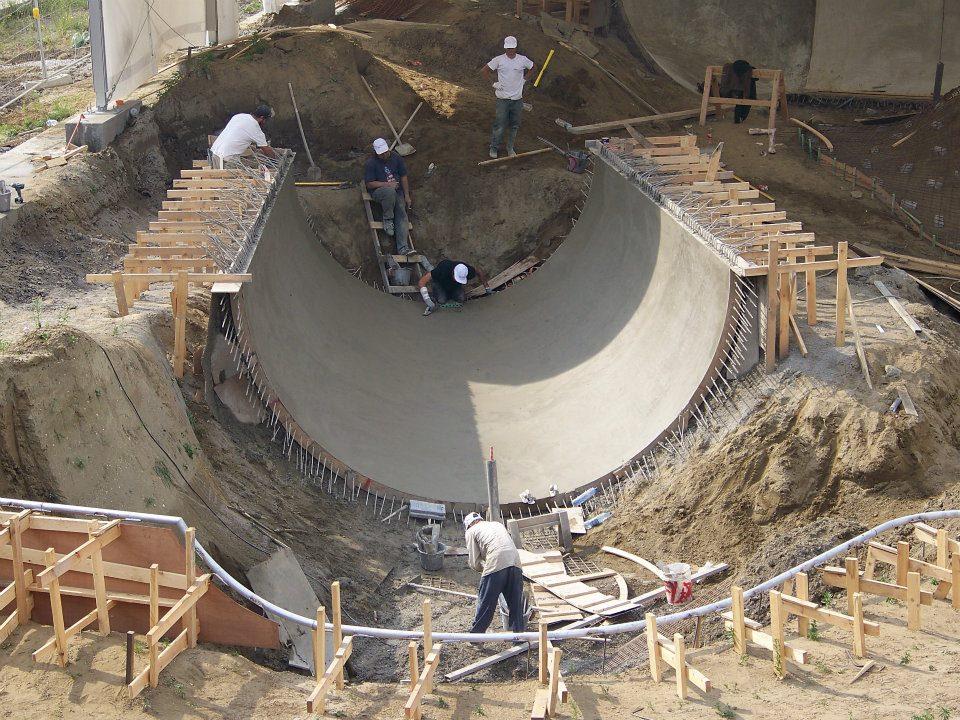 Lance & Team Pain building the full pipe in Antwerp, Belgium, 2007