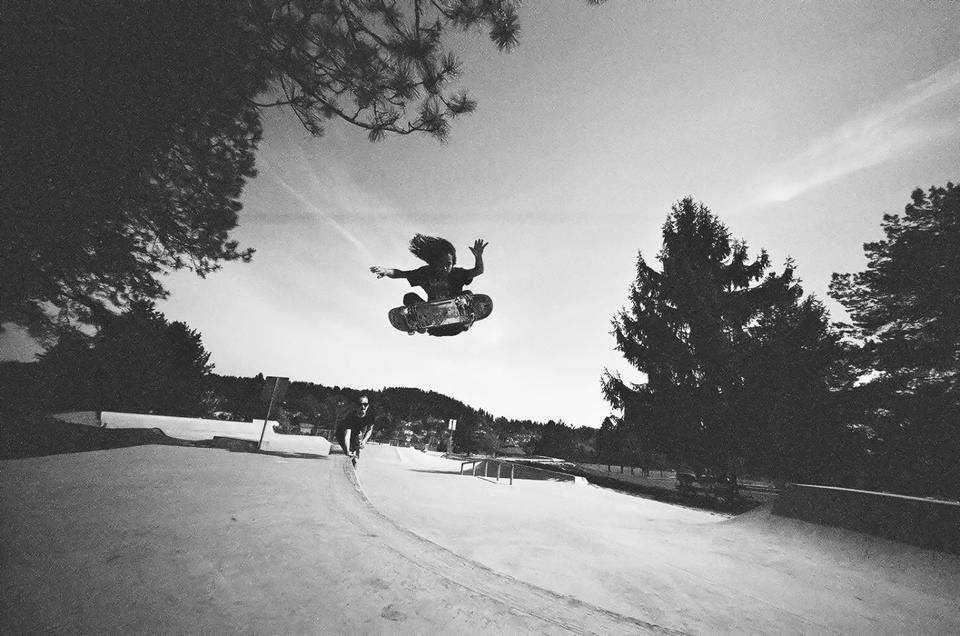 Steven Reeves flying at the Happy Valley, Oregon skatepark