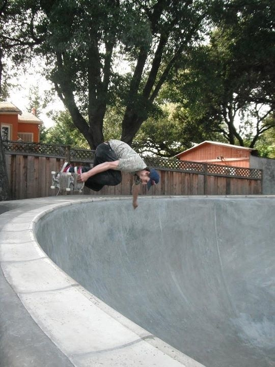 Peter Gunn killing it on the trowel & on the skateboard!