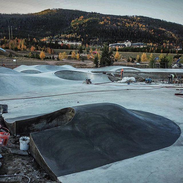 Pump bump jump 👀 Frisco, Colorado 😬 #friscoskatepark #coloradoskateparks 📸 @stevienaps