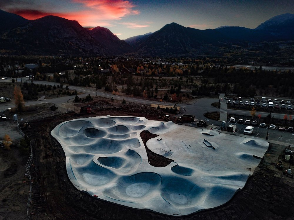 The Frisco, Colorado Skatepark is a beautiful thing 😍 & a ride like no other. Largest Evergreen park to date.