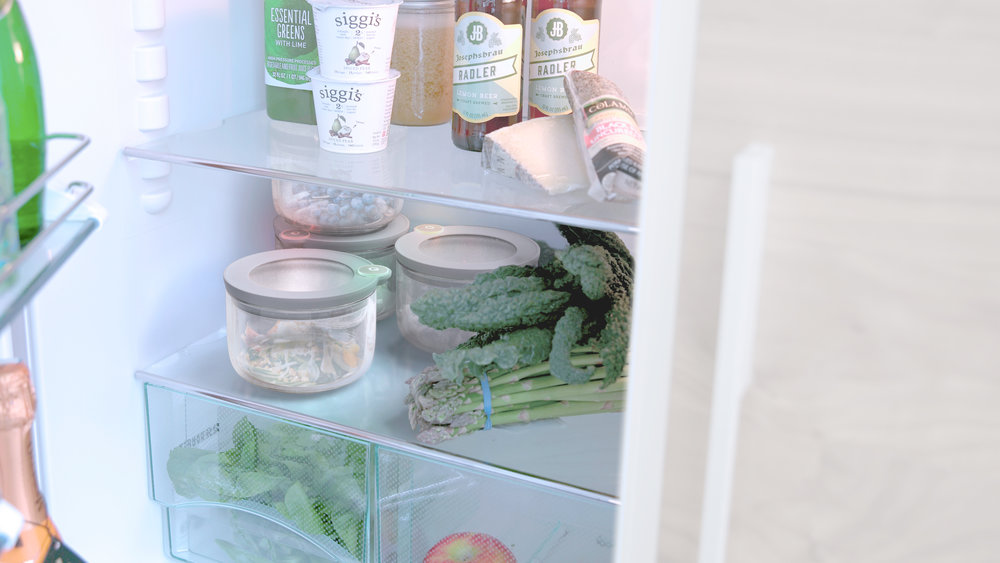 Open your fridge and know. - When you open your fridge, you will see your SmartTags glowing green, yellow, or red.  This helps you quickly identify the state of your food and prioritize what needs to be eaten first.  But not only you, anyone who might open your fridge can see what's good to eat.