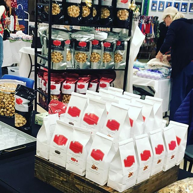 Kicking off the holiday season at Mountain View High School Band Bazaar.  200+ vendors and best of all...#caramelcorn !  @serendipitydoodahsweettreats #holidaytime #christmas2018 #gifting #scones #dontmissit