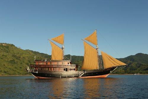 UY_Indo_yachts_Alila Purnama.jpeg