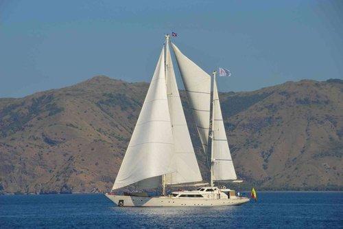 UY_Burma_yachts_La Numero Uno.jpg