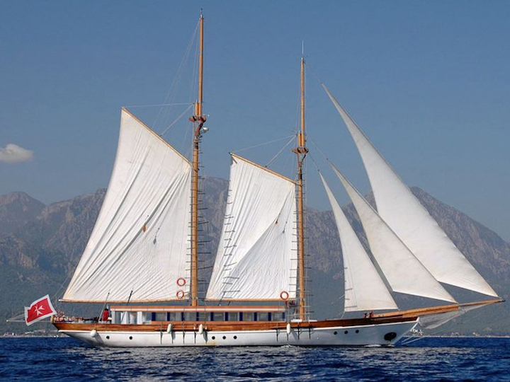 UY_yachts_profile_Alexa J.jpg