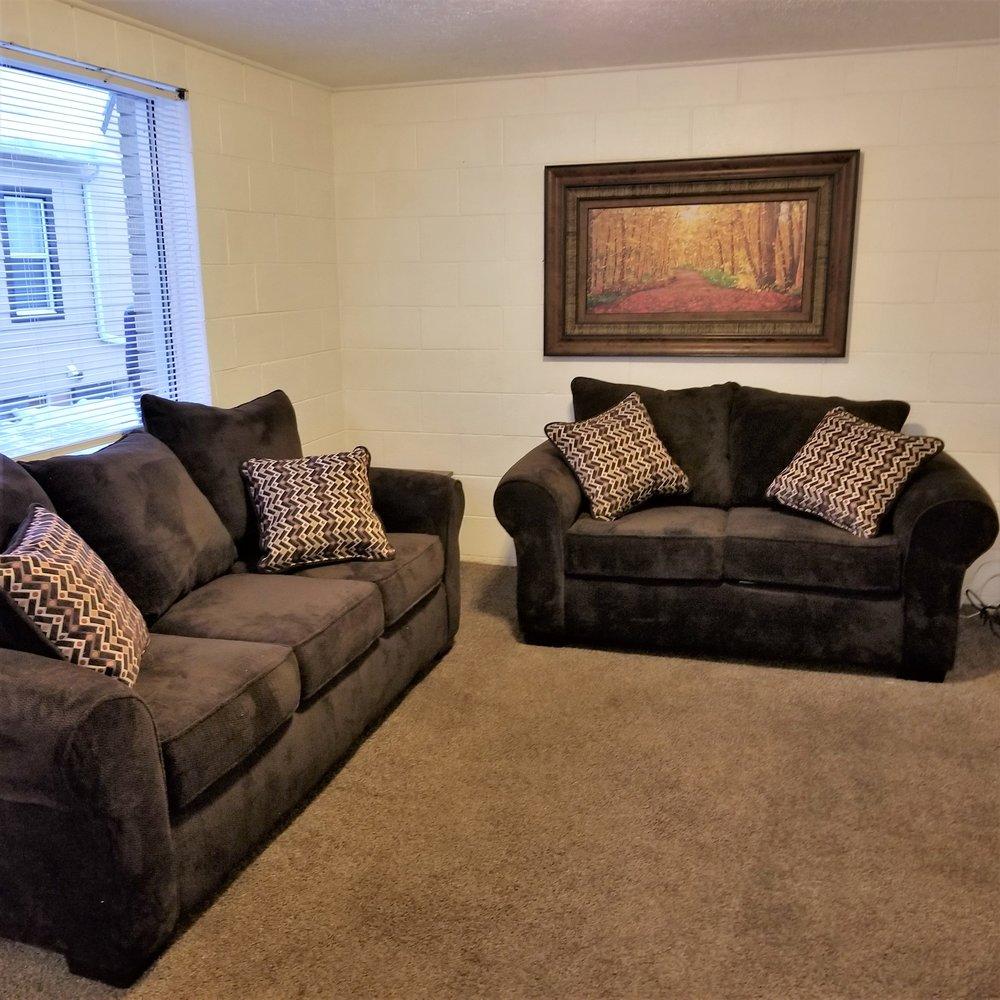 Livingroom apt 2 crestwood.jpg