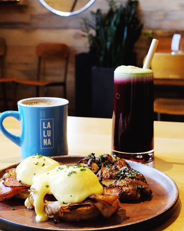 When the hollandaise is calling you out for breakfast. 😋 Irish Benny shown here with our delicious Detox juice.
