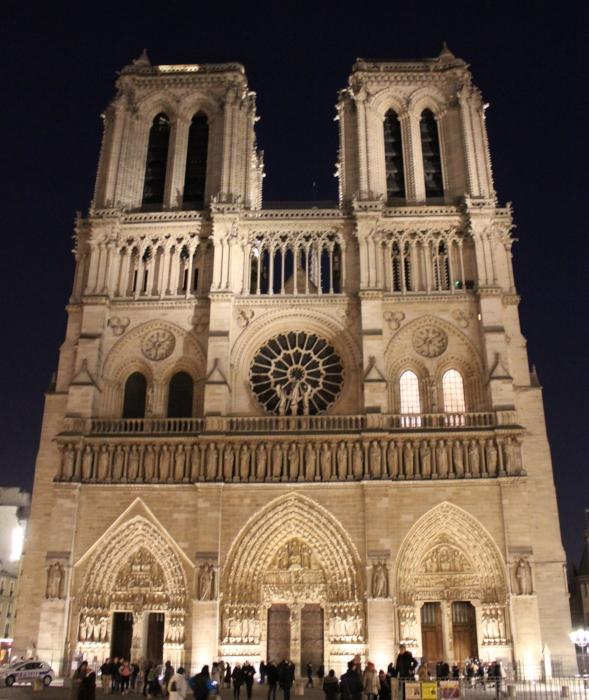 Notre Dame de Paris bathed in light (J. Gress)