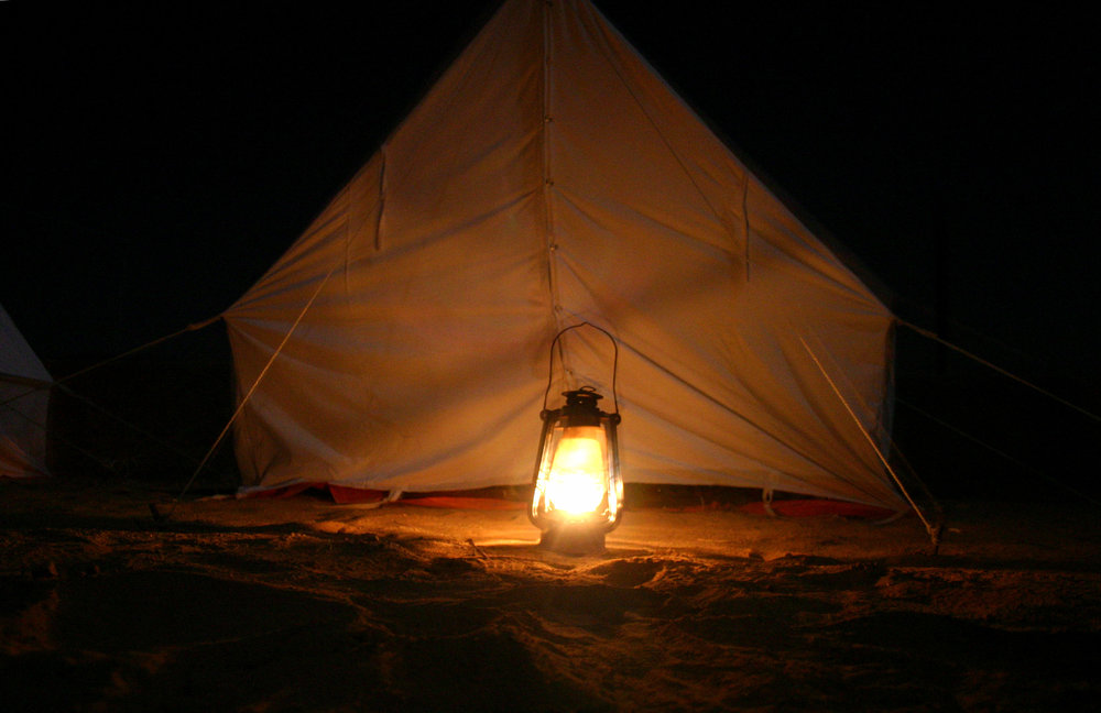 tent-lit-by-a-lamp-1518293.jpg