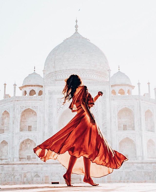 Whose ready to go to India in 2020? Drop a 🇮🇳 in the comments if you're interested in crossing this spectacular destination off your bucket list👇 ✦✦✦✦✦✦✦ 📷: @musafir_dil_harshi @creativehomeliving ✦✦✦✦✦✦✦ #thegirlstrip #travelmorebabe #india #tajmahal #exploreindia #visitindia #monument #trip #bucketlist #explore #adventure #wanderlust #curatedtravel #grouptravel #girlstrip #femaletravel #solotravel #travelmore #trip #grouptrip #tourcompany #affordabletravel