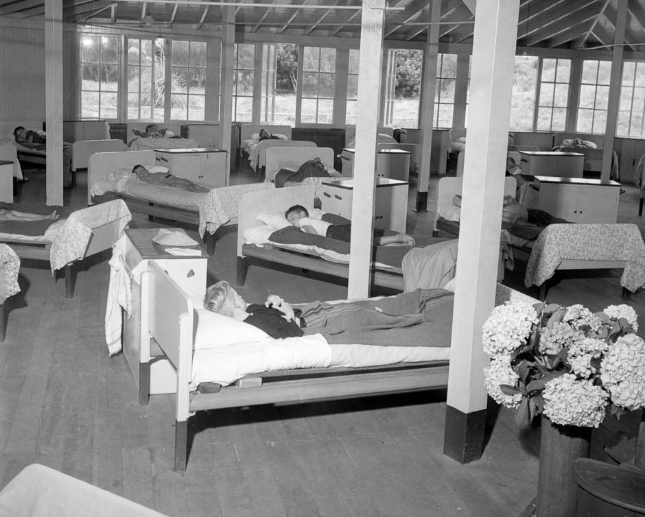 'Kids asleep at Otaki health camp', URL: https://nzhistory.govt.nz/media/photo/otaki-health-camp-kids-sleeping, (Ministry for Culture and Heritage), updated 15-Jul-2013