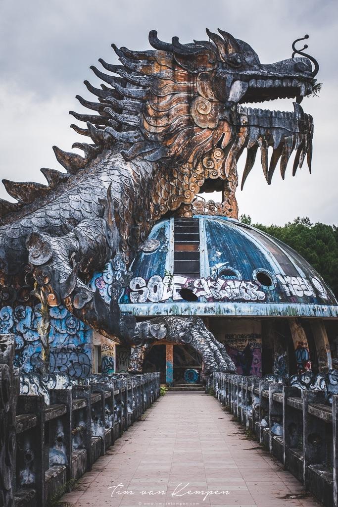 abandonwaterpark_dragon.jpg