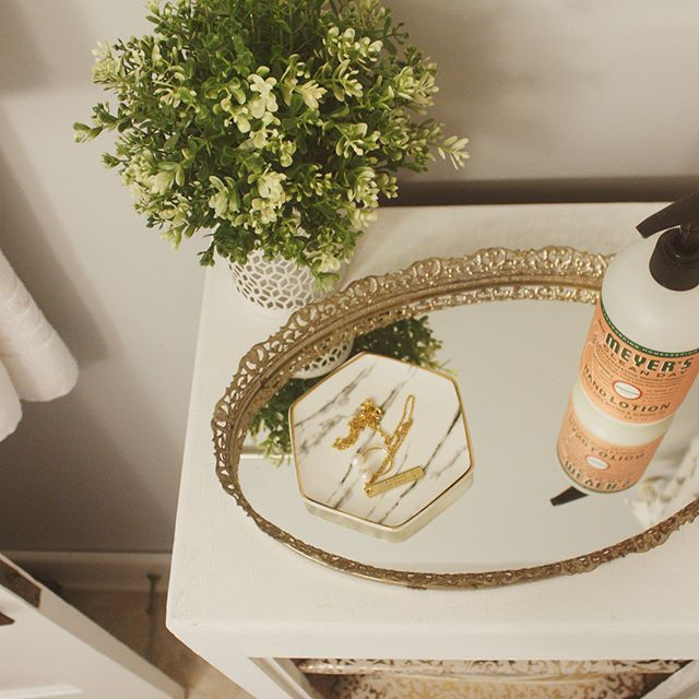When it comes to restyling furniture, a thrifty, DIY savvy lady such as yourself has three best friends: paint, hardware, and shelf paper. Remember this, young grasshopper.  New blog post featuring one of our favorite recent before-and-afters. Check it out! [link in bio]