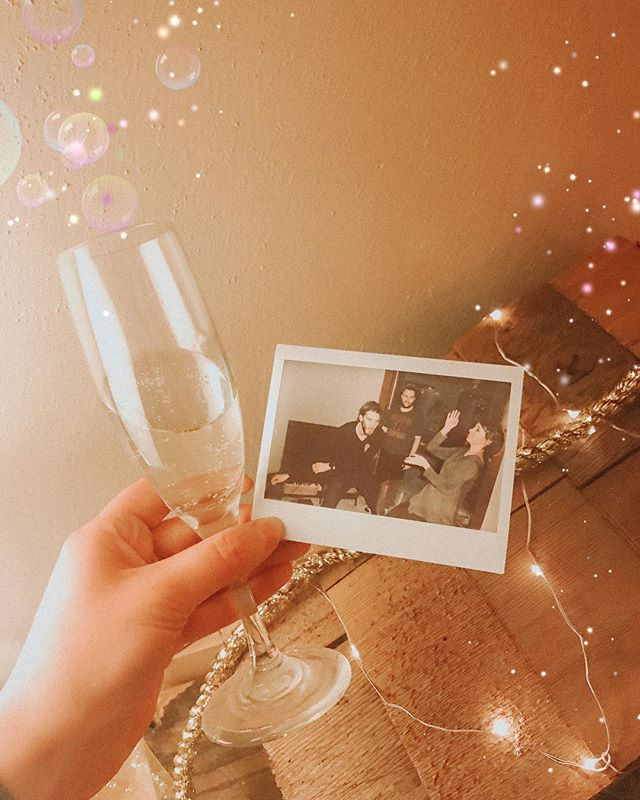 Ringing in the new year with rad dance moves and cheap champagne. 👯♀️ Happy New Year everyone! I'm convinced 2019 will be our best year yet 💛🥂 Ps- what are you doing New Year's Eve? I'm always looking for new ideas to celebrate 🎉