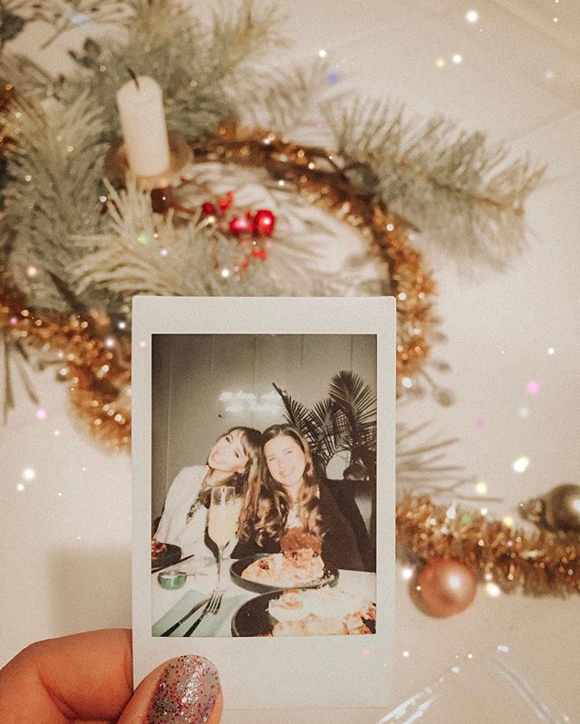 Why do we love these polaroids?⠀ ⠀ With all the power of digital cameras, advanced editing, and precise photo shopping at our fingertips, why do we continue to connect with grainy, washed out, imperfect film?⠀ ⠀ Could it be nostalgia? ⠀ Or the beauty of capturing in real time the emotion found in a perfect moment?⠀ ⠀ Whatever it is, the memories that squeeze my heart like a warm hug are the ones I find in photo albums and scrapbooks. Sorry, iPhone 😬⠀ ⠀ How bout you? Digital or old fashioned?⠀ 📷: @hollyswid
