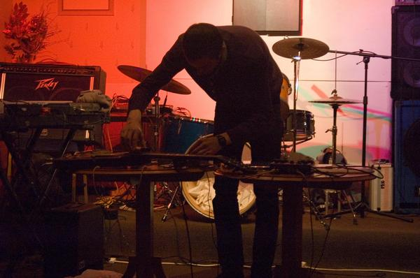 Performing with electric guitar, contact mics, tape recorder and objects.