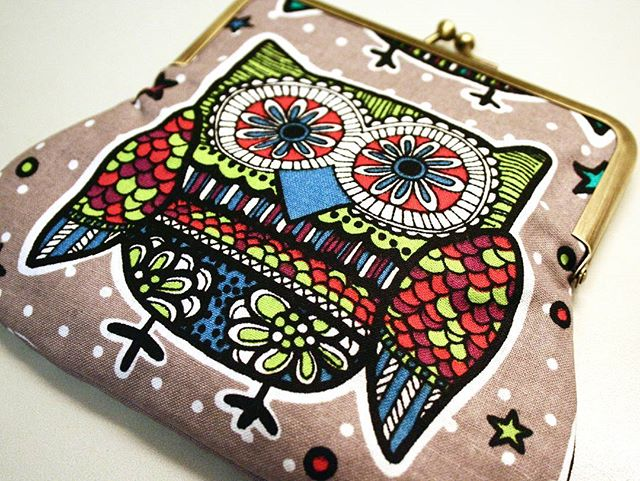 Psychedelic owl kiss-lock purse. Making this was fun!  Find the link to the shop in my profile 💜🌸 #themadpatcher #purse #clutch #kisslock #pouch #retro #beauty #prettylittlethings #fabricaddict #sewing  #perfect #ilovesewing  #crafts #bag #makeupbag #rosegold #alltheprettythings #etsy #etsyseller #fabric #sewinglife #sewingproject #handmade #sew #sewingroom #diy #sewingtime #sewinglove #makersgonnamake
